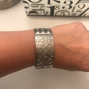 "Coach bracelet ""c"" style"